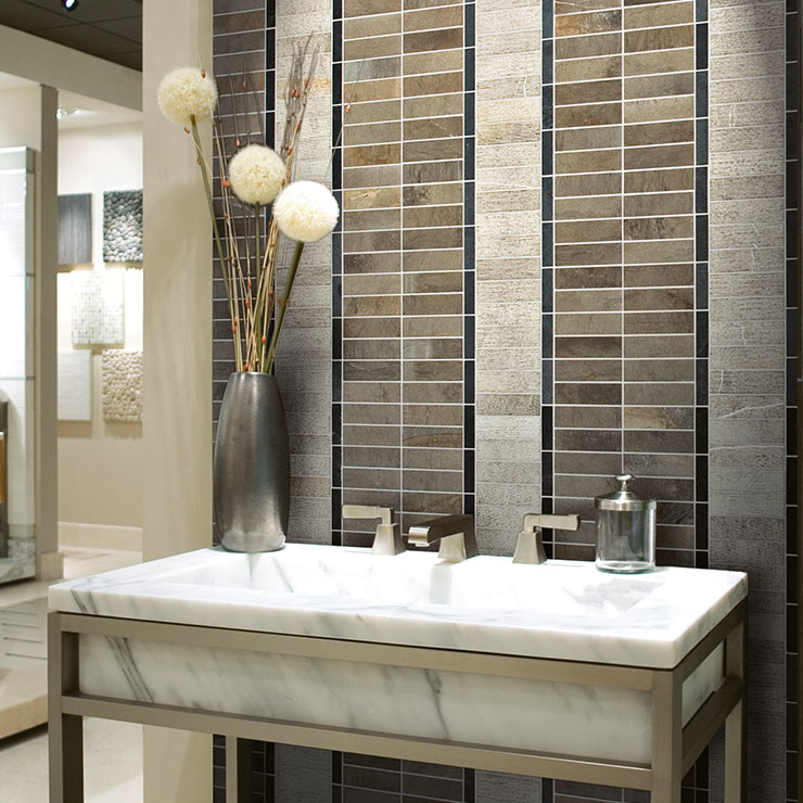 Mosaico in marmo applicato al bagno in pietra di fossena e ardesia nera ideamarmo - Bagno in ardesia ...