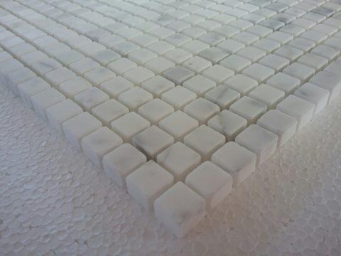 Mosaico di marmo in Bianco Statuario levigato