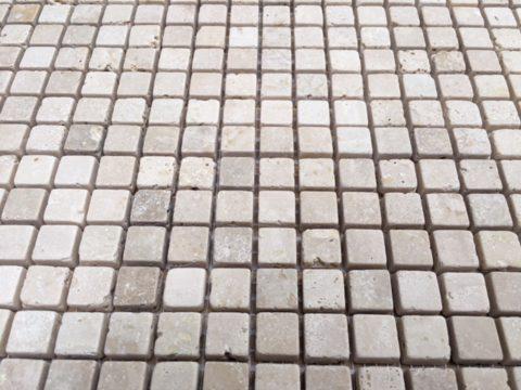 Particolare di mosaico in marmo Travertino Classico